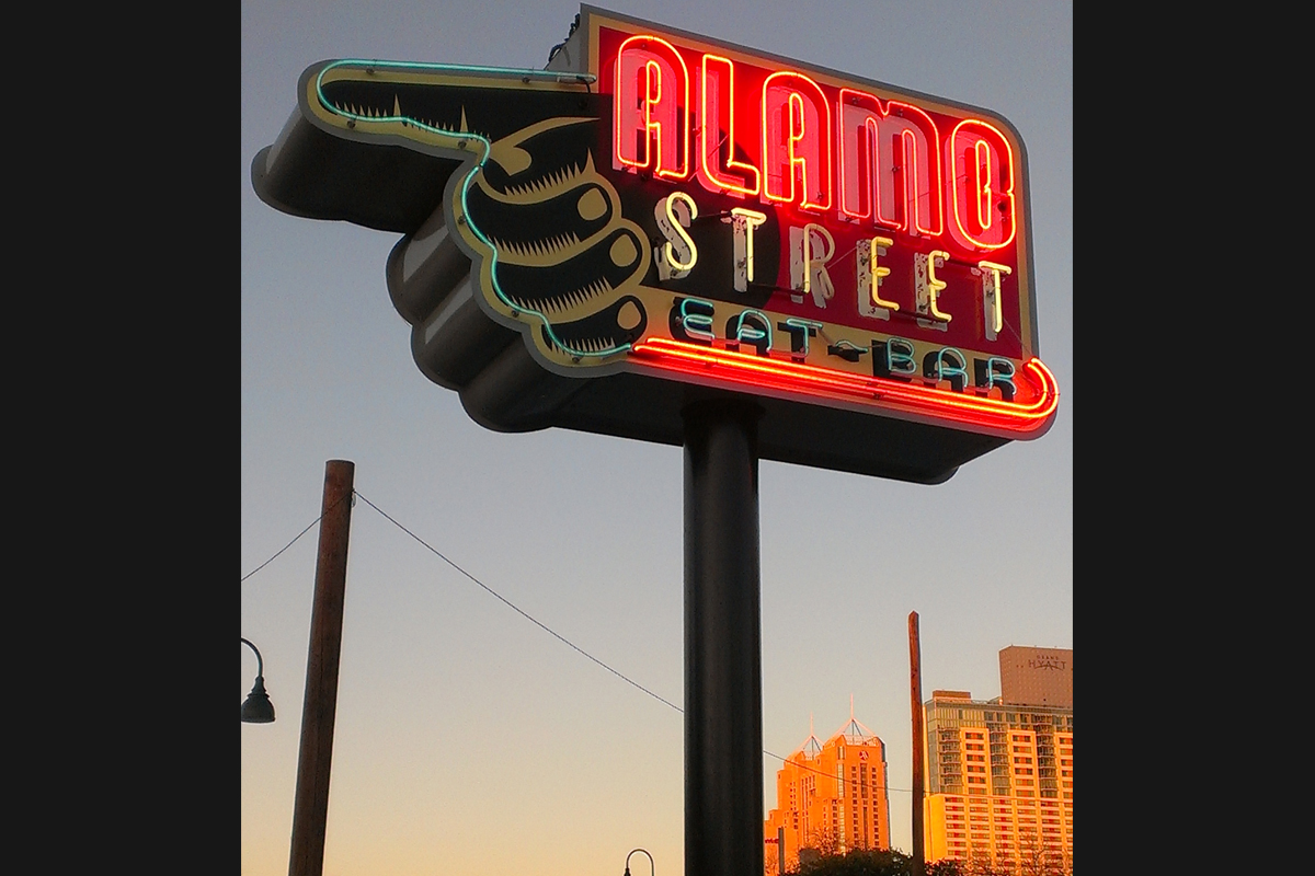 Alamo_eats_sign_tatum